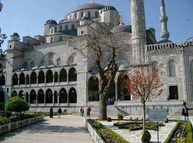 interior_masjid_biru_turki_13