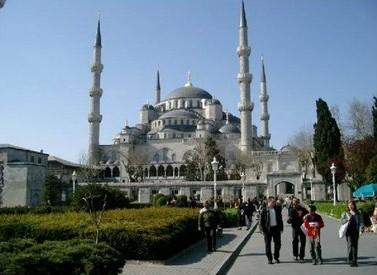 interior_masjid_biru_turki_5
