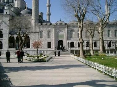 interior_masjid_biru_turki_9